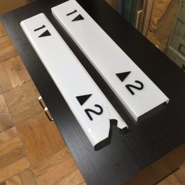 階段表示板